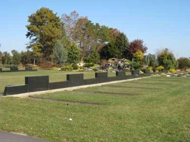 龍泉陵園特請風水專家勘查規劃的中式壽地,風水上乘,環境清幽安寧。