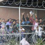 移民拘留中心 擠如牢籠 沒法洗澡、站著歇息、少糧缺水