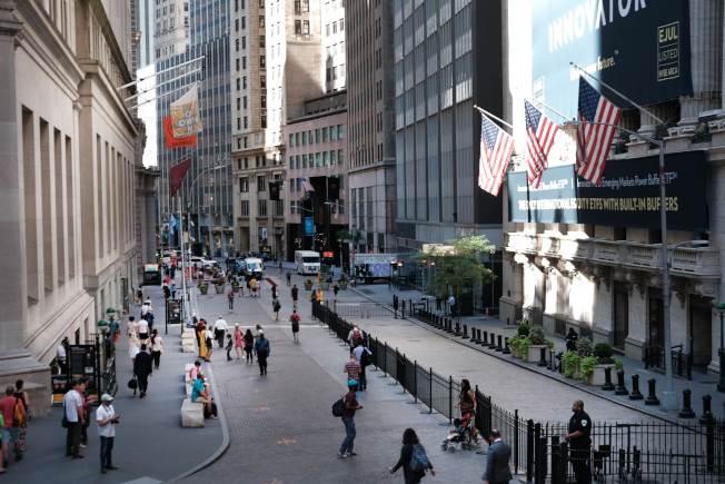 押注聯準會必定降息,美國三大股指在國慶日前夕同創新高。圖為紐約證交所。(Getty Images)