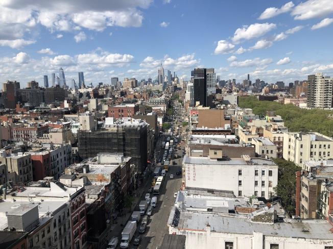 曼哈顿上月减价待售的房产最多,但曼哈顿华埠、下东城则少有下跌,价格稳定。(记者洪群超/摄影)