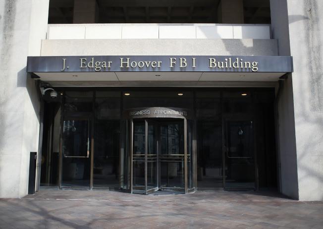 司法部總督察將調查為什麼聯邦調查局本來在華府郊區新建總部大廈的計畫,突然改為改建白宮附近原址胡佛大廈(見圖)。(Getty Images)