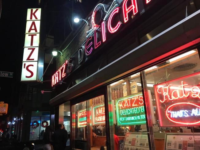 位在下東城的Katz's Delicatessen,有百餘年歷史,充滿庶民氣息。(記者邵冰如/攝影)