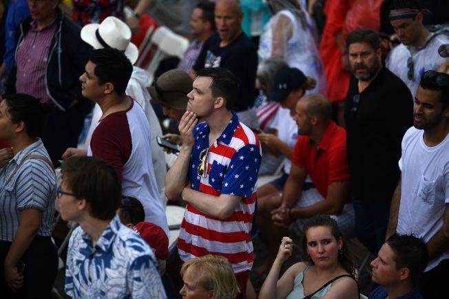 民眾冒雨參加國慶日「向美國致敬」活動。(Getty Images)