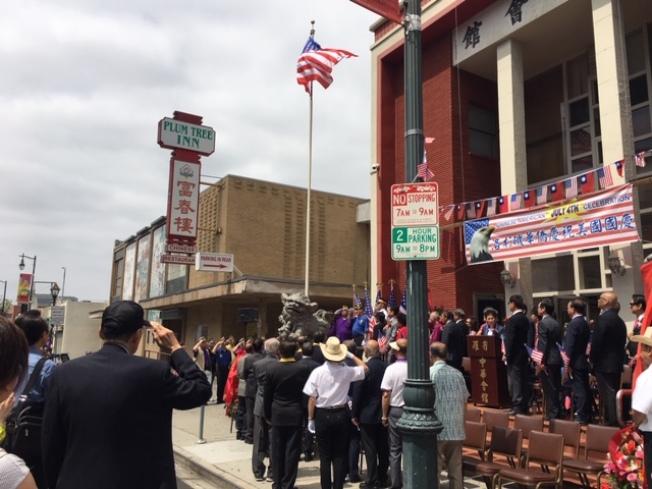羅省中華會館及南加州傳統僑社、台灣社團、越柬寮社團代表4日上午在羅省中華會館前庭舉行美國國慶升旗儀式,慶祝國慶,感恩美國。(記者楊青/攝影)