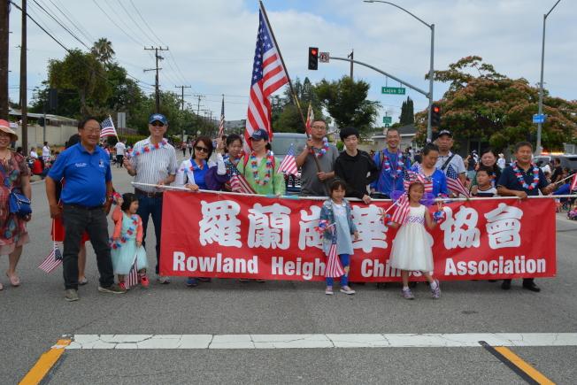 羅蘭岡華人協會參加鄰居哈岡舉辦的國慶大遊行。(記者啟鉻/攝影)
