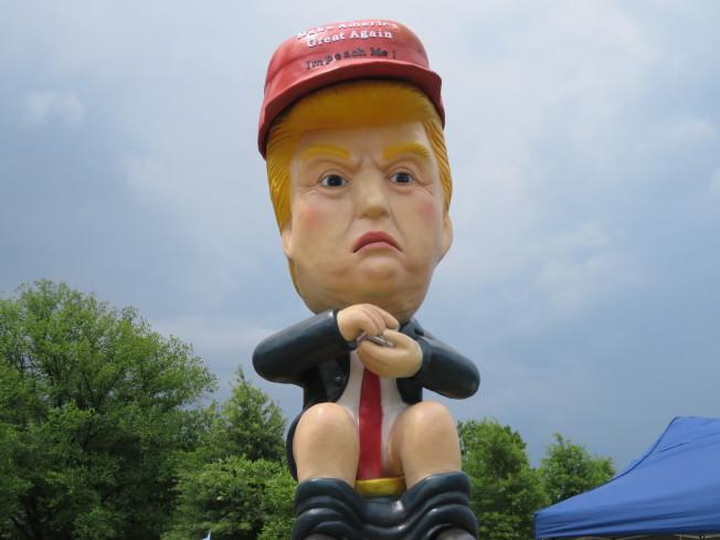 川普坐馬桶機器人。華盛頓記者張加/攝影