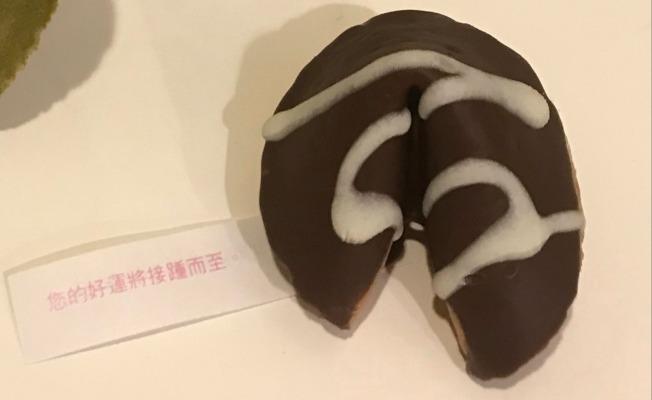 巧克力味簽語餅。(記者黃少華/攝影)