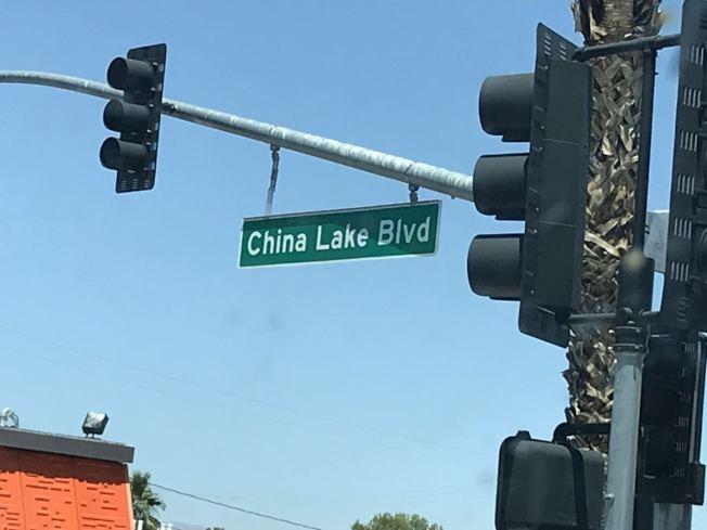 南加州地區科恩縣里奇克萊斯特(Ridgecrest)中國湖(China Lake)附近4日上午10時33分左右發生6.4級地震,至當天下午2時半,該地區已宣布為加州緊急災難區,相關救援隊伍正緊急遷往災區,給予民衆和商家急難援助。(讀者李若提供)