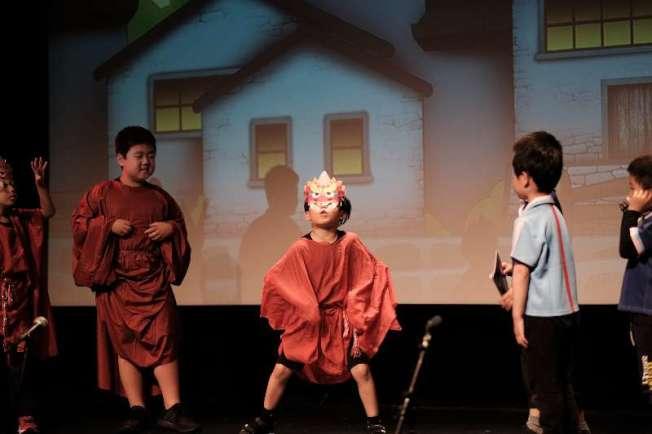 6月在紐約上演的《傳統節日大作戰》劇照。(圖:丫丫提供)