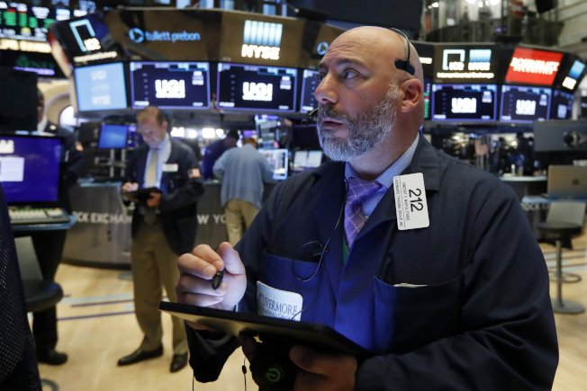 道瓊指數今日開盤下跌150點,就業數據偏強降低了Fed的降息機率。美聯社