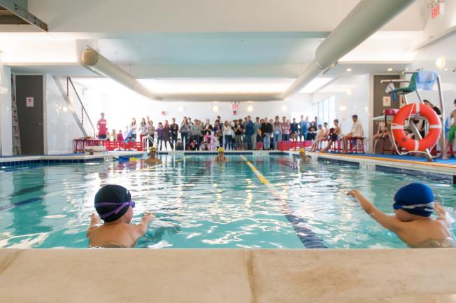 自由式游泳學院通過有組織的游泳訓練,孩子快速提高游泳技能,並建立健康的生活方式。