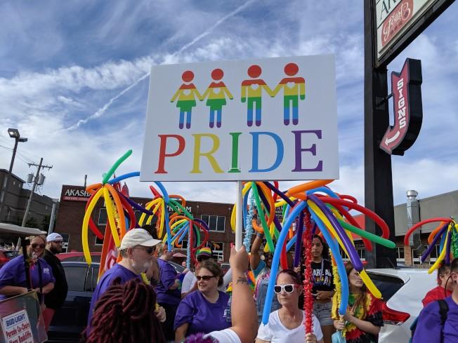 父母可分三階段向小孩解釋同性戀及相關議題。(Pexels)