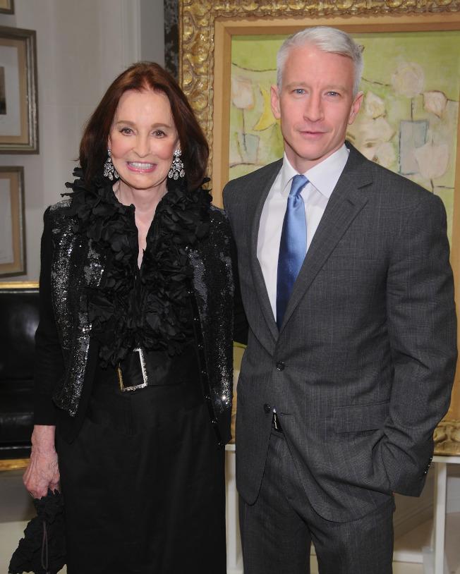 有線電視新聞網主播古柏(右)可獲得已逝母親葛洛瑞亞.范德比(左)的多數遺產。(Getty Images)