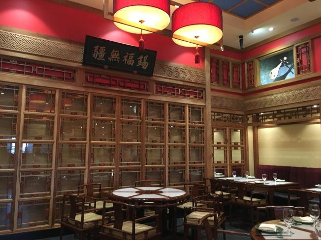 那家小館的裝潢與建材均來自中國,凸顯中國悠久歷史與家族歷史。(記者謝雨珊/攝影)