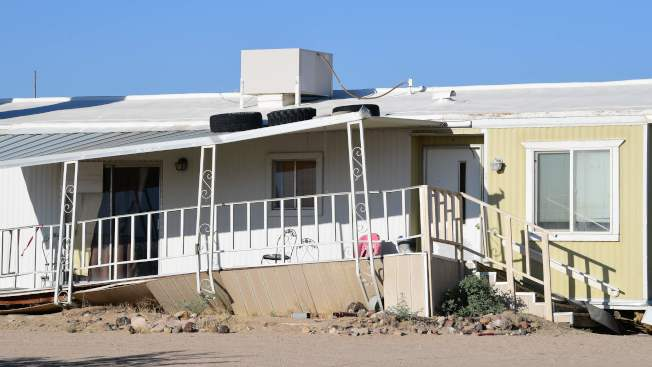 加州發生規模6.4強震後,里奇克萊斯特的一處民宅出現變形。(路透)