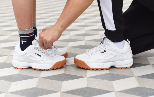 FILA Disruptor 2焦糖底鋸齒鞋是時下年輕人的愛鞋之一。(圖/FILA提供)