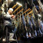 「鮭魚海」淹沒天空!日390年名店 鮭魚料理逾百種