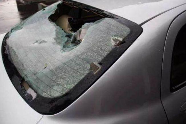冰雹將車窗都打破了。(取材自江蘇新聞廣播)