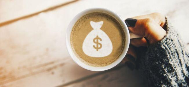 無意識消費是破壞日常預算的最大凶手之一,例如每天一杯咖啡。(Getty Images)