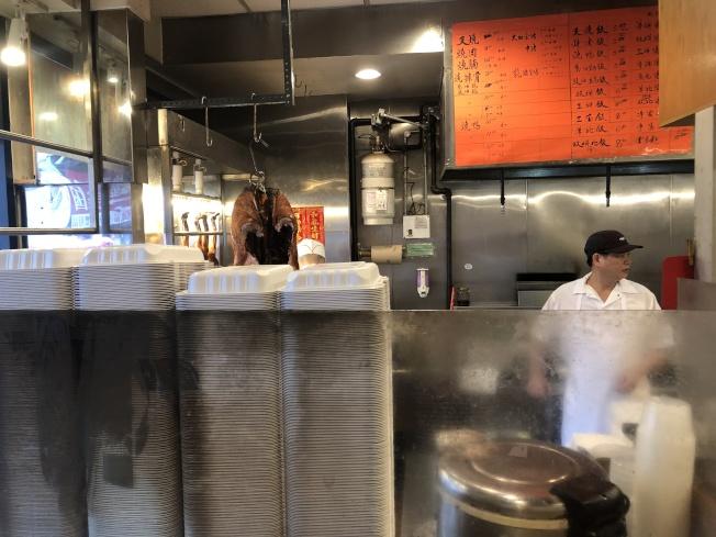 華埠餐館內全部換成合格餐盒。(記者金春香/攝影)