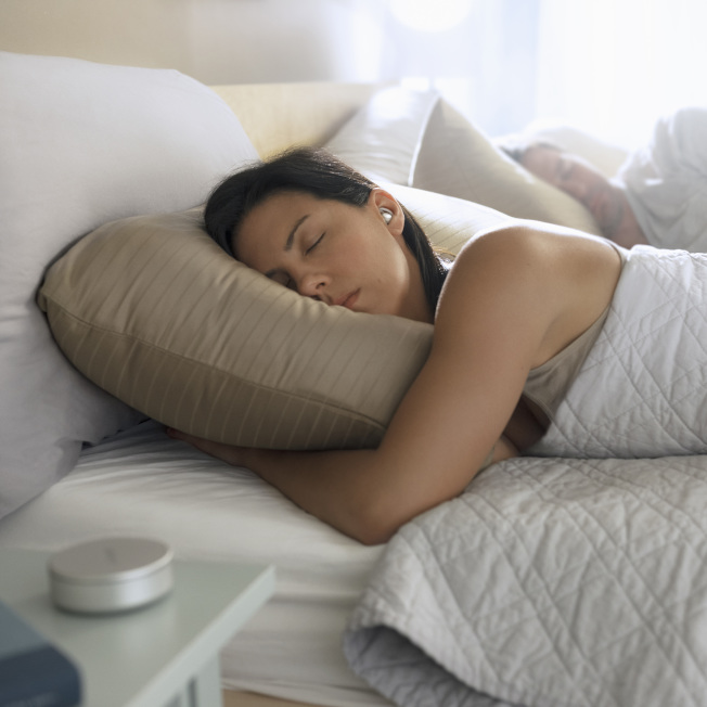 開著燈睡覺恐增加肥胖風險,原因在於光線擾亂了生理時鐘。(圖:Bose提供)