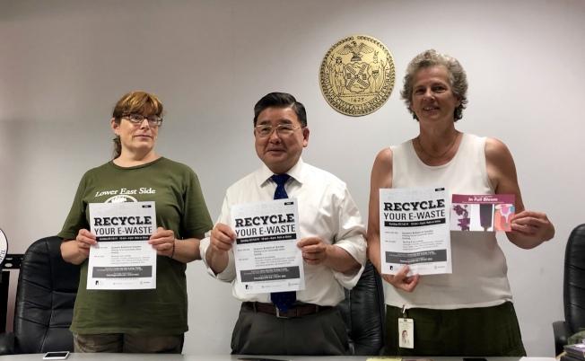 Susan Shaw(左起)、顧雅明和拉瑟特歡迎有需要的民眾參加電子廢棄物回收活動。(記者朱蕾/攝影)