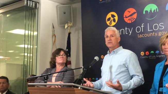 地震專家瓊斯(左)與結構工程師奧黛爾(Ken D. O'Dell)指出,大地震來襲,房屋損毀將是普遍的。(記者王若然/攝影)