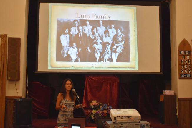 郭錦恩透過外婆的故事,講述華人在美國社會與其他族裔間的關係。(記者顏嘉瑩/攝影)