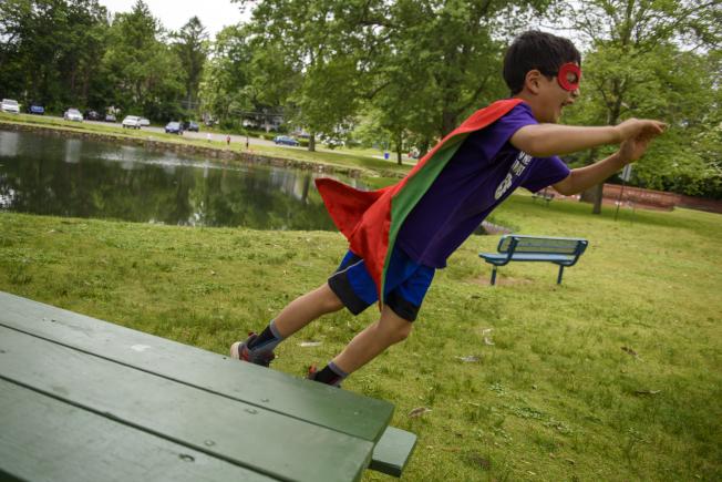 戶外活動時要留意別讓孩童單獨亂跑。(美聯社)