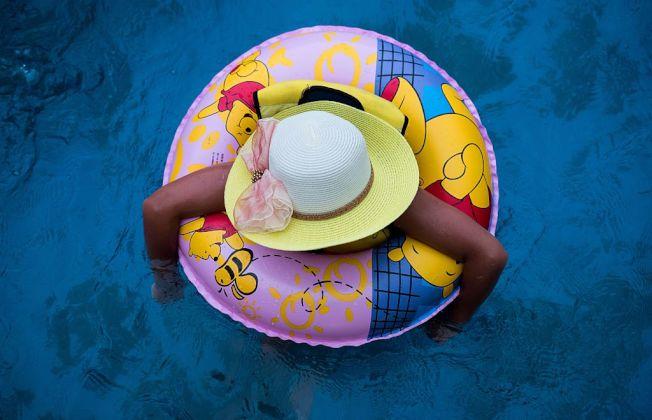 游泳圈等浮力配備會給孩子帶來錯誤的安全感。(Getty Images)