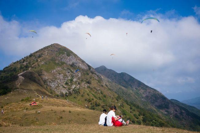 帶小孩爬山時,要讓孩子隨時留在大人視線範圍內。(Getty Images)