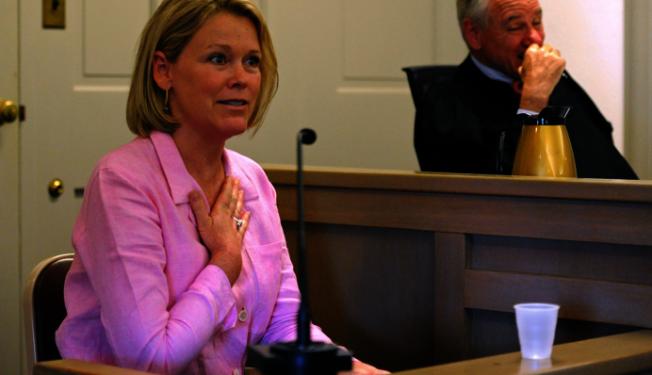 原告的母親、前波士頓WCVB電台主播Heather Unruh 8日出庭作證。(路透社)