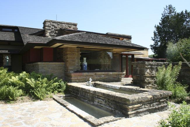威斯康辛州春綠村的塔里耶森是萊特的一處住所,圖為該處圖書館。(美聯社)