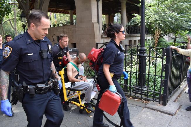 哥倫布公園8日下午發生刺人案,受傷男子送醫急救。(記者顏嘉瑩/攝影)