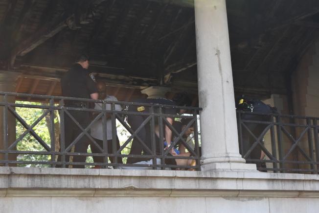 哥倫布公園8日下午發生刺人案。(記者顏嘉瑩/攝影)