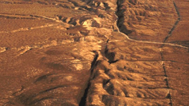 聖安德里斯斷層位於中加州Carrio平原鳥瞰圖。 (abc5/USGS)