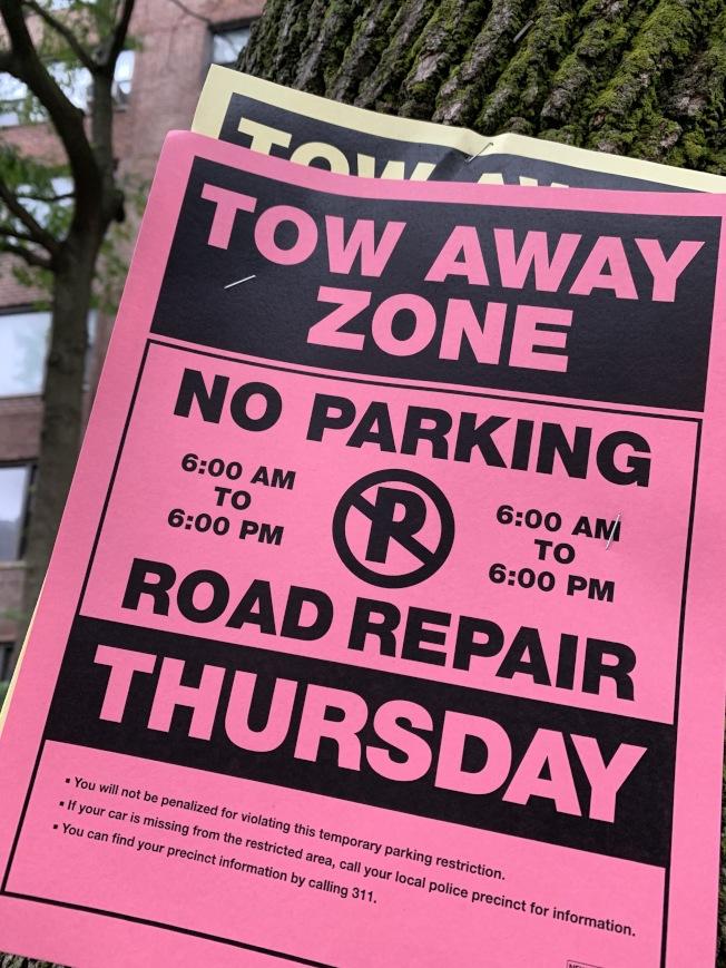 修路等施工通知上,會標註車主可聯繫轄區警局找車。(記者劉大琪/攝影)