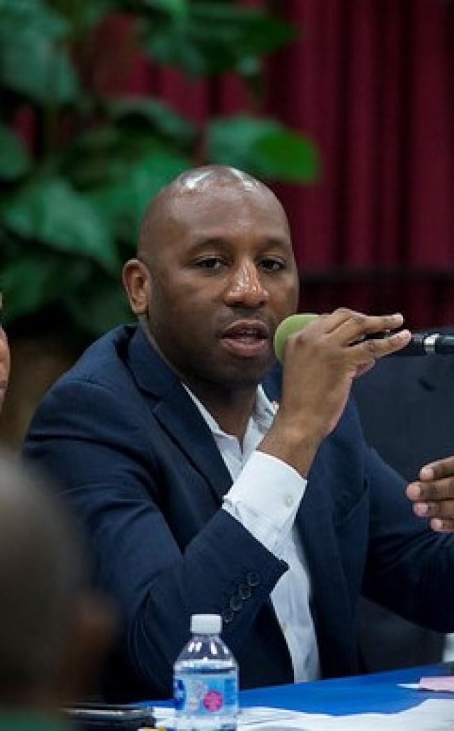 李查茲等兩位市議員提案,將「透過電子設備傳送不雅圖像,意圖騷擾」的行為定為犯罪。(市議會提供)
