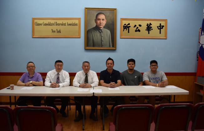 第32屆「美東夏令華人排球錦標賽」將於20日和21日在蘇域柏公園舉行,左起:黃達良、曾偉康、伍銳賢、梅偉成。(記者顏嘉瑩/攝影)