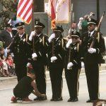 為警儀隊隊員繫鞋帶 男童照片推特瘋傳