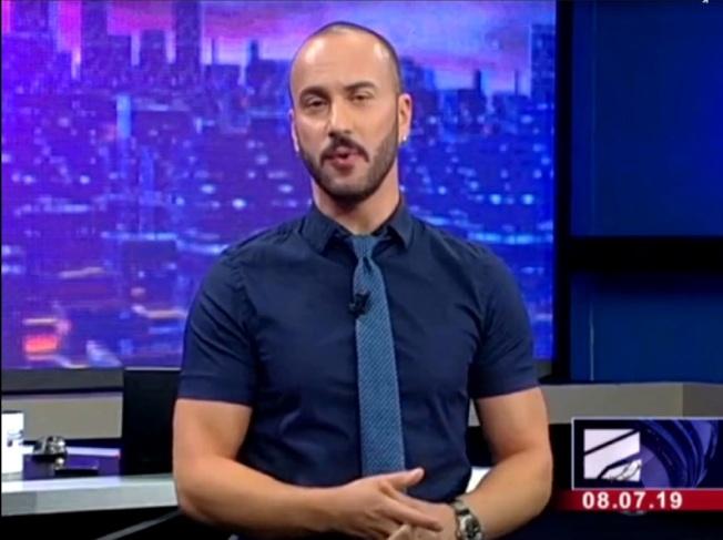 東歐國家喬治亞的俄語電視台「Rustavi 2」主播蓋布尼亞(Giorgi Gabunia),7日在直播新聞節目上失控狂飆髒話,大罵俄羅斯總統普亭,就連普亭的母親都被問候到,引來憤怒民眾包圍電視台抗議,導致電視台一度停播。取材自Rustavi 2影片
