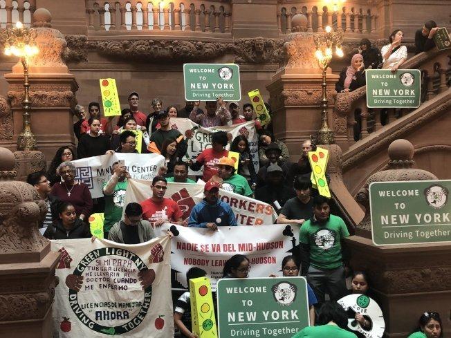 紐約州上月通過「綠燈法案」,12月起將給無證移民發駕照。(本報檔案照)