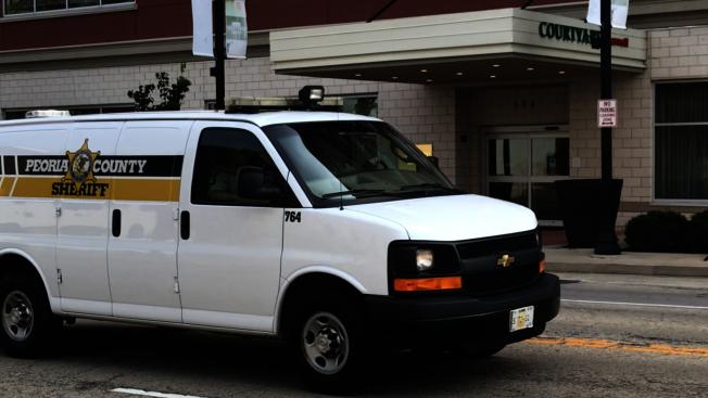 運送被告克里斯汀森的囚車,9日下午離開法庭。(特派員黃惠玲╱攝影)