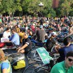 千名騎士靜躺示威 促改善單車安全