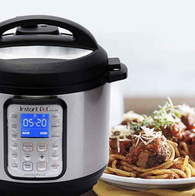 價值100多元的爆款Instant Pot高壓鍋去年的會員折扣日僅售60元。(取自亞馬遜網站)