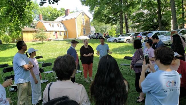 勒星頓華人協會(CAAL)在歷史老屋Hancock-Clarke House舉辦義工感謝會。 (記者唐嘉麗/攝影)