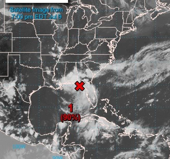 一個低壓帶正逐漸在墨西哥灣東南方成型,形成熱帶性低氣壓的機率高,民眾須因應防災。(國家颶風中心頁面)