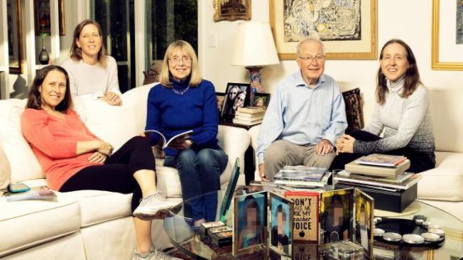 33--沃西基一家五口,Anne(左起)、Susan、母親Esther、父親Stan以及Janet。(取自推特)