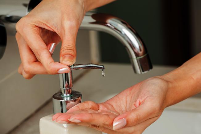 洗手這件事對現代人而言應該不困難,但事實並非如此。儘管有很多證據表明,在如廁之後、進食之前,或搭乘大眾交通工具之後洗手,可以減少疾病傳播,不過每天只有5%的人是以正確方式洗手。 圖/ingimage