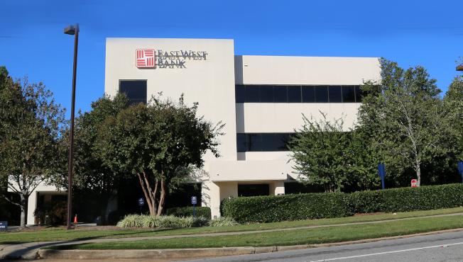 華美銀行在亞特蘭大的主要分行位於中國城附近的3490 Shallowford Rd。